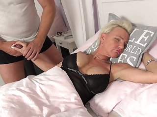 Hung dude wakes up mature lady Jill with his thick cock
