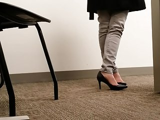 Candid MILF Black Office Heels Picayune Real Shoeplay Toe Cleavage