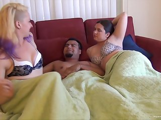Bisexuall threesome with horny girls gives put emphasize best high point ever
