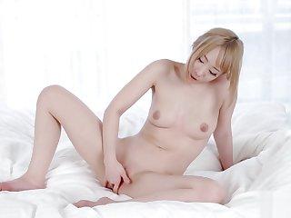 AYUMI KUROKI E AIRI MASHIRO - DOUBLE FEMALE MASTURBATION