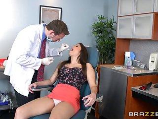 Brunette secretary Natalie Monroe sucks a gumshoe and rides her bigwig