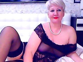 Blonde of age bbw masturbates on cam