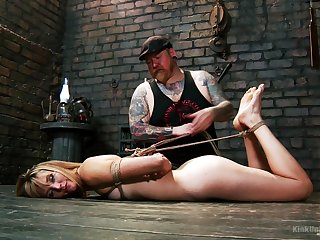 Helpless Mona Wales loves in the matter of be used as a sex usherette and gets spanked