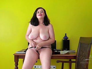 Clogged up Granny - beautiful Natural Tits