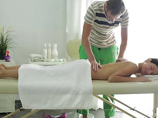 Insolent wife receives praisefully more than a simple massage