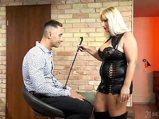 Mature escort mistress Anna Valentina bangs young dutiful ladies'