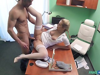 Hot blonde be enamoured of takes care of a handsome, well-endowed patient