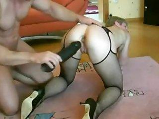 Mann leMann legte einen riesigen wife blacked schwarzen Dildo in Frau Ass