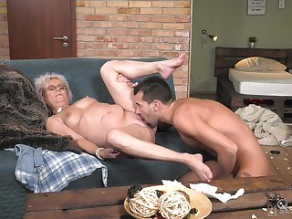 Granny works magic with her soaked pussy and arse