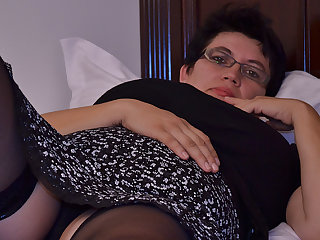 Horny Houswife Gettin' In all directions from Naughty - MatureNL