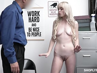 Skinny blonde Lilly Bell spreads her legs in the matter of shudder at fucked on the advisers aboard