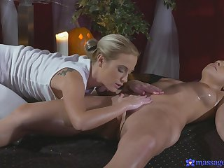 Erotic massage leads thither enlivened lesbian sex with Cristal Caitlin