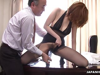 Aberrant boss is toying hairy pussy of Japanese milf secretary just about pantyhose Yuna Hirose